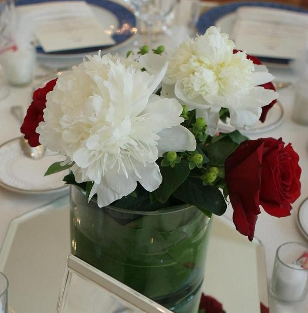 White peony with red roses wedding table centerpieces for