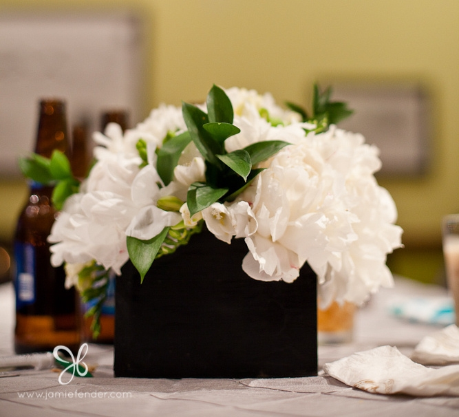 Black vase with white flowers hg77 wendycorsistaubcommunity preferred white flowers centerpieces images flower decoration ideas mw01 mightylinksfo